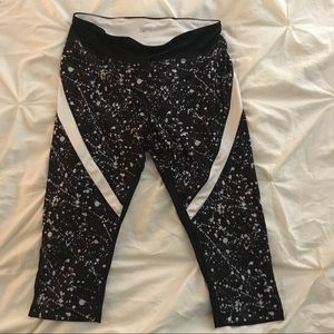 Cropped black and white spatter leggings